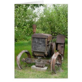 Trator do vintage no pomar de Apple Cartoes