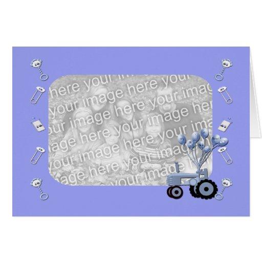 Trator dos azuis bebés com cartão com fotos dos ba