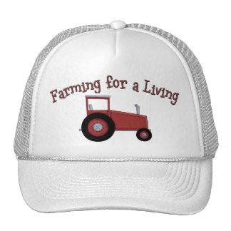 Trator dos fazendeiros de Lil que cultiva para um Boné