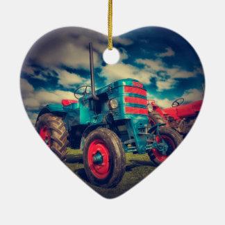 Trator legal do vintage do vermelho azul ornamento de cerâmica coração