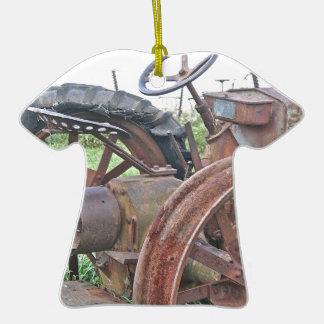 Trator oxidado ornamento de cerâmica camiseta