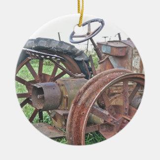 Trator oxidado ornamento de cerâmica redondo