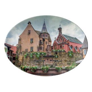 Travessa De Porcelana Fonte de Santo-Leon em Eguisheim, Alsácia, France