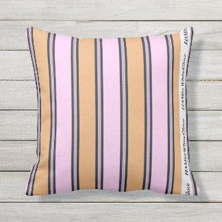 "Travesseiro 16"" de HAMbyWG - cor-de-rosa & bege 2 Almofada Para Ambientes Externos"