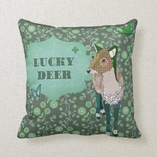 Travesseiro afortunado de Mojo do verde dos cervos