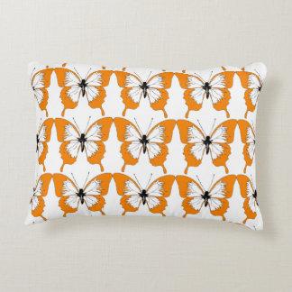 Travesseiro alaranjado & branco da borboleta almofada decorativa