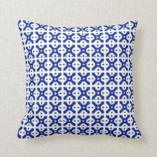 Travesseiro azul da treliça do Batik Almofada