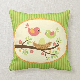 Travesseiro bem-vindo dos passarinhos do bebê do almofada