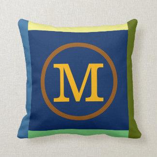 travesseiro colorido do monograma do círculo com
