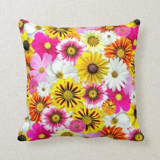 Travesseiro colorido do verão das flores