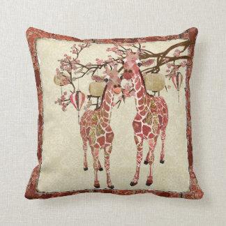 Travesseiro cor-de-rosa bonito de Mojo dos girafas