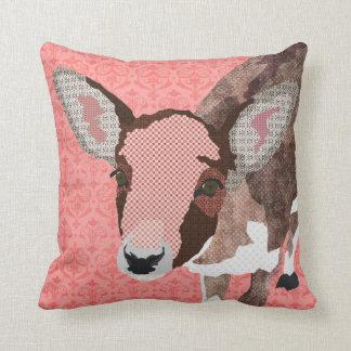 Travesseiro cor-de-rosa de MoJo da jovem corça