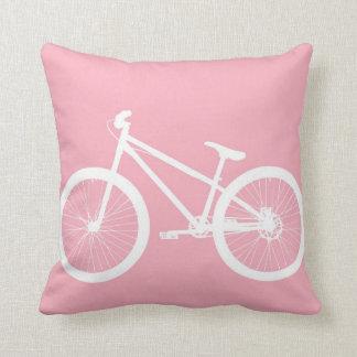 Travesseiro cor-de-rosa e branco da bicicleta do