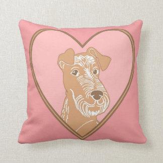 Travesseiro cor-de-rosa irlandês do coração de almofada