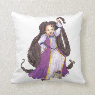Travesseiro da princesa de Rapunzel do afro-americ