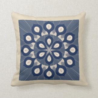 Travesseiro de creme azul de Maholika Almofada