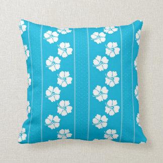 Travesseiro decorativo azul e branco do hibiscus almofada
