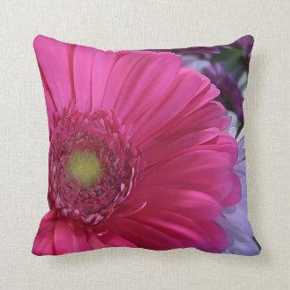 Travesseiro decorativo cor-de-rosa da flor da almofada