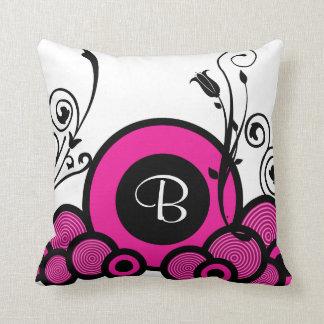 Travesseiro decorativo cor-de-rosa do monograma
