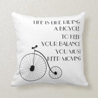 Travesseiro decorativo da bicicleta do vintage almofada