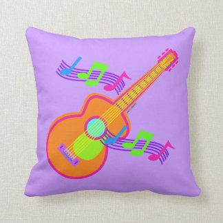 Travesseiro decorativo da guitarra