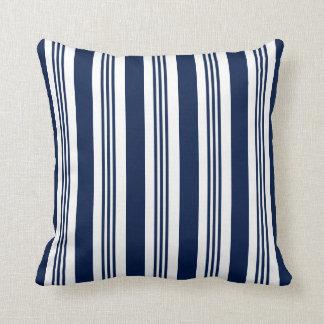 Travesseiro decorativo náutico listrado do azul almofada