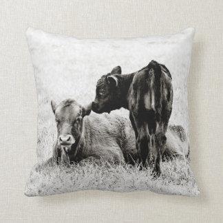 Travesseiro decorativo preto & branco do bebê da almofada
