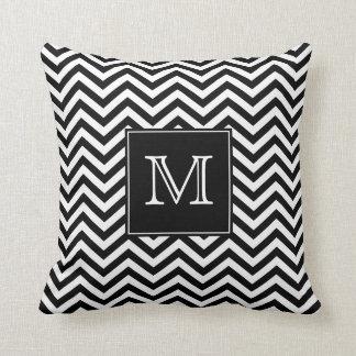 Travesseiro decorativo preto e branco de Chevron Almofada