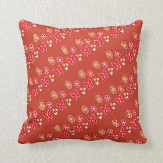 Travesseiro decorativo vermelho da borboleta do almofada