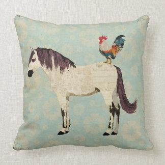 Travesseiro do cavalo branco & do galo