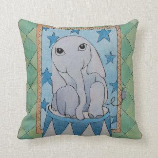 Travesseiro do elefante do bebê almofada