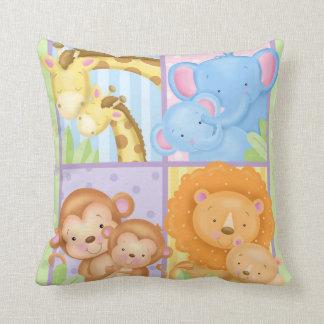Travesseiro do quadrado dos animais da mamã e do almofada