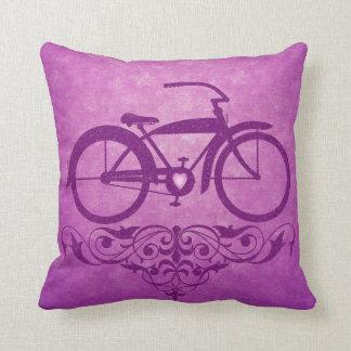 Travesseiro do rosa da bicicleta do vintage