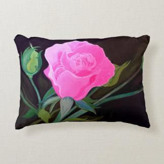 Travesseiro do rosa do rosa no fundo preto almofada decorativa
