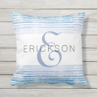 Travesseiro exterior listrado da aguarela azul almofada para ambientes externos