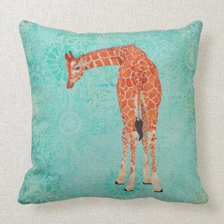 Travesseiro floral do girafa ornamentado ambarino