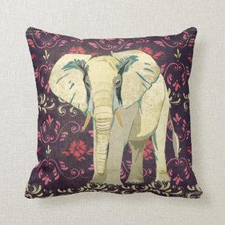Travesseiro floral roxo do elefante branco