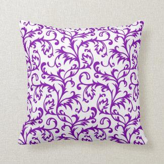 Travesseiro floral roxo do rolo