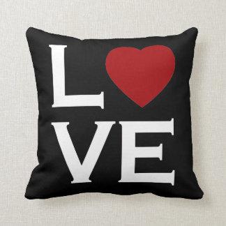Travesseiro preto e branco do amor