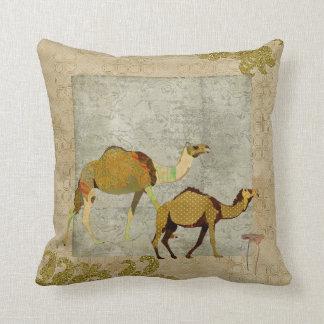 Travesseiro sonhador de Boho Mojo dos camelos