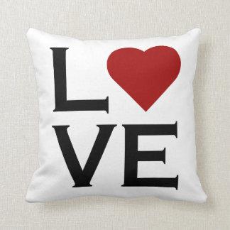 Travesseiro vermelho do coração do amor