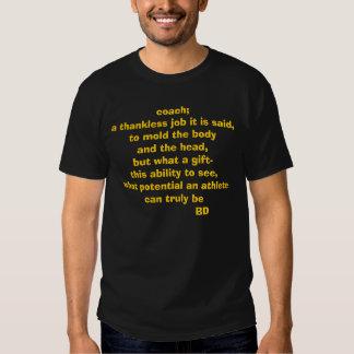 treinador; um trabalho ingrato diz-se, moldar a t-shirt