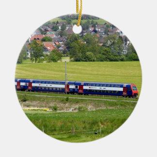 Trem S-Bahn-7z5 no país no ornamento de Europa