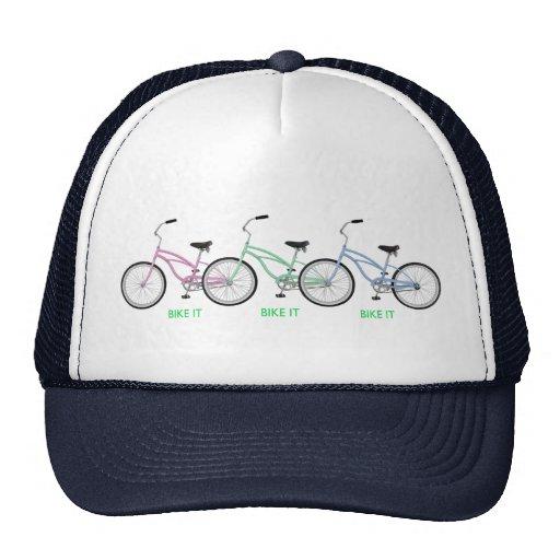 """Três bicicletas coloridas com as palavras """"BIKE O  Bones"""