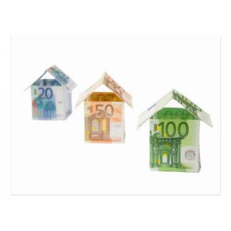 Três casas feitas do euro- papel moeda cartão postal