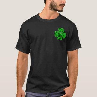 Trevo celta do nó da camisa do Dia de São Patrício