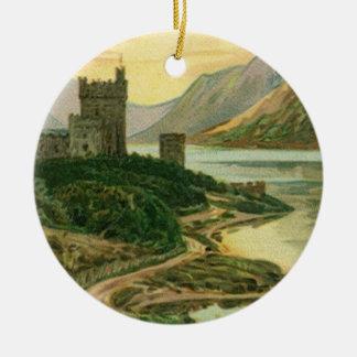 Trevo do castelo dos cumprimentos do dia do St. Ornamento De Cerâmica Redondo