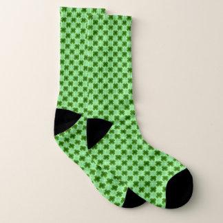 Trevos em meias da xadrez dos verdes