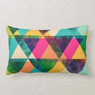 Triângulos geométricos de néon abstratos do impres travesseiro de decoração