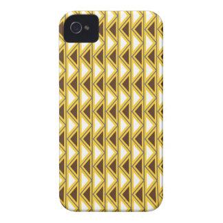Triângulos tribais de Brown do ouro do nativo Capinha iPhone 4
